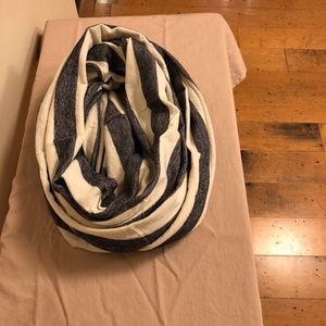 GAP infinity/loop scarf Navy & Cream Striped